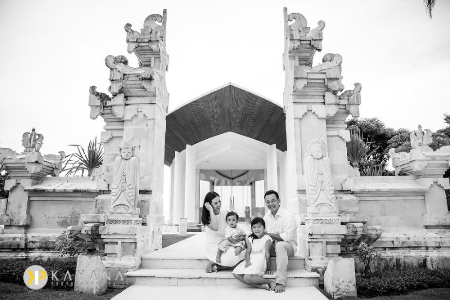Raharjo Bali Family Photo at Grand Nikko by Bali Photographer 02