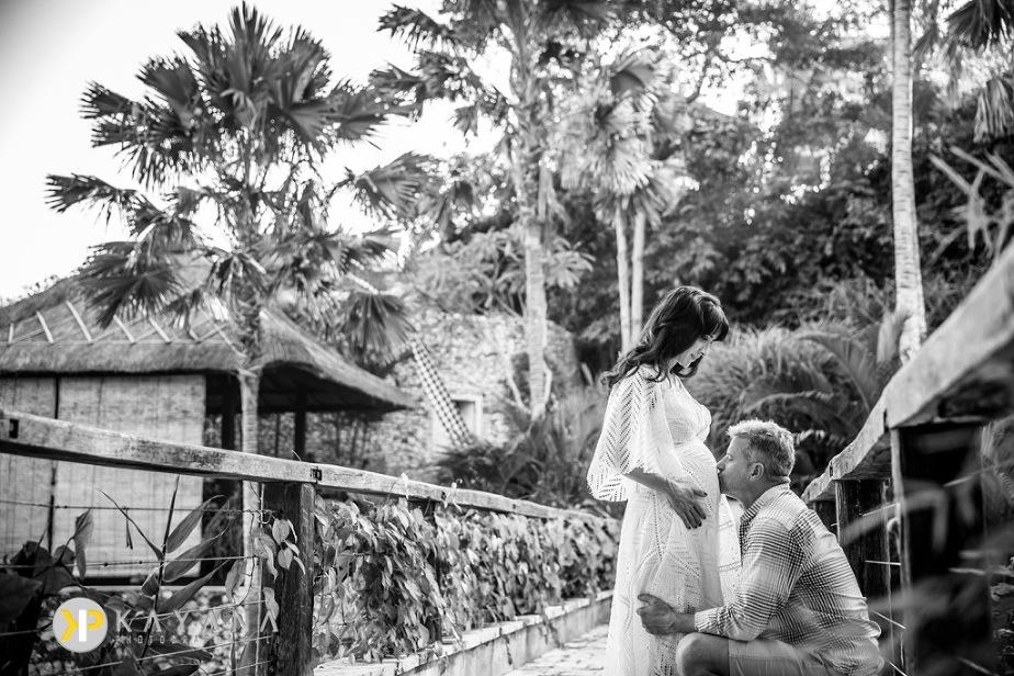 Bali Maternity Photo at Karma Kandara Bali Photographer 03